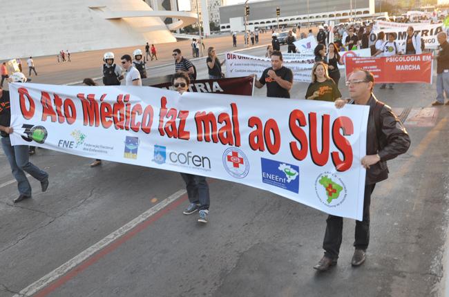 Imagem de manifestação contra o Ato Médico