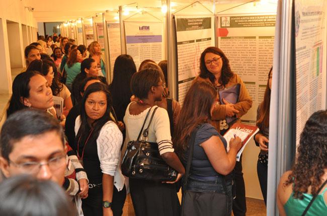 Sessão de pôsteres teve a participação de grande número de participantes (foto: Diogo Adjuto)