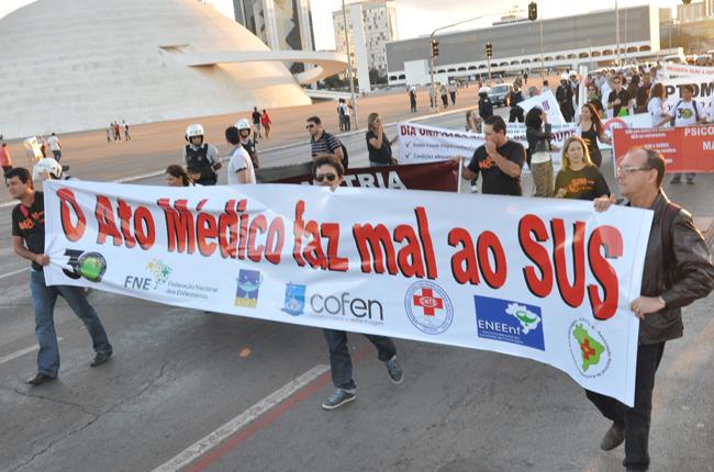 Foto de manifestação contra o Ato Médico na Esplanada dos Ministérios, em Brasília (DF)