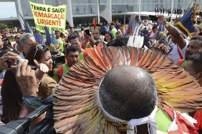 Indígenas marcharam até o Palácio do Planalto, em Brasília (foto: Antônio Cruz/ABr)