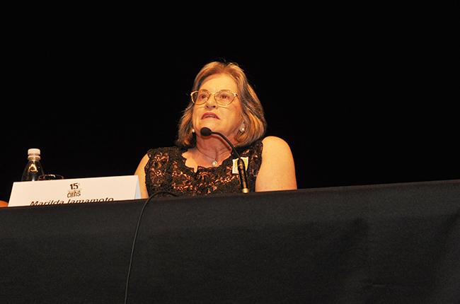 Imagem da professora Marilda Iamamoto durante o último CBAS, em 2016, em Recife