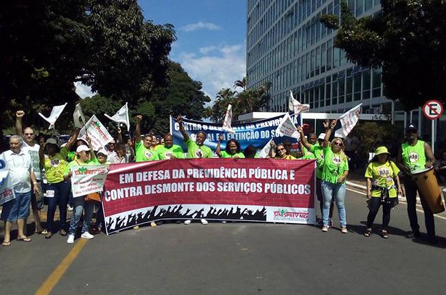 Profissionais do INSS realizam manifestação em frente ao MDSA