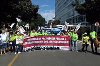 Assistentes sociais ocupam ministério em Brasília, em defesa da previdência