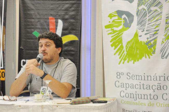 Conselheiro Maurílio Matos fala na mesa sobre o sigilo profissional