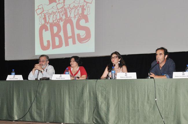 Imagem da mesa com os professores José Paulo Netto e Xavier Montoro