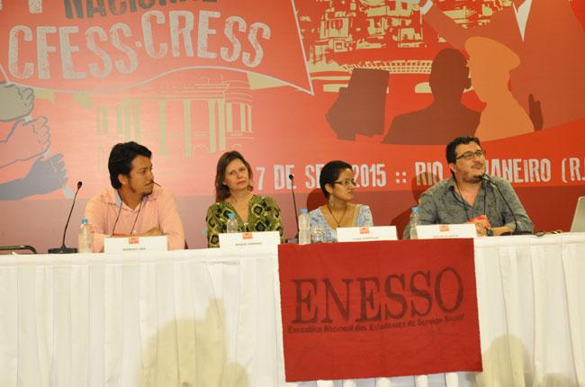 Imagem da mesa de abertura do 44 Encontro Nacional CFESS-CRESS