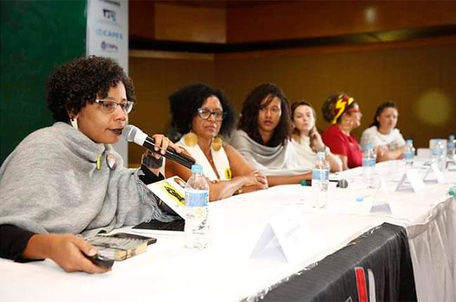 Imagem da mesa que discutiu sobre racismo e Serviço Social.