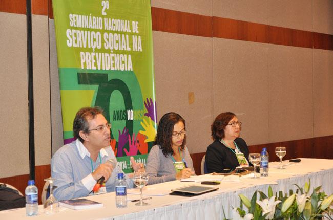 Mesa de debate com o professor Evilásio Salvador e a professora Marcia Emília Rodrigues