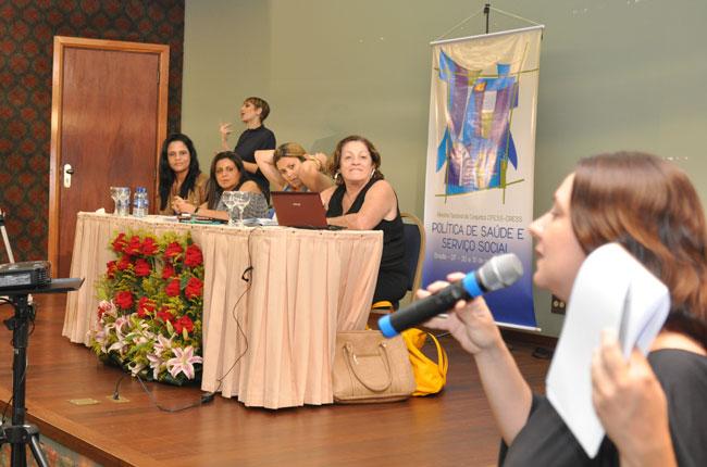 Mesa reuniu profissionais para tratar da residência em saúde e da atuação nos conselhos municipais e estaduais de saúde
