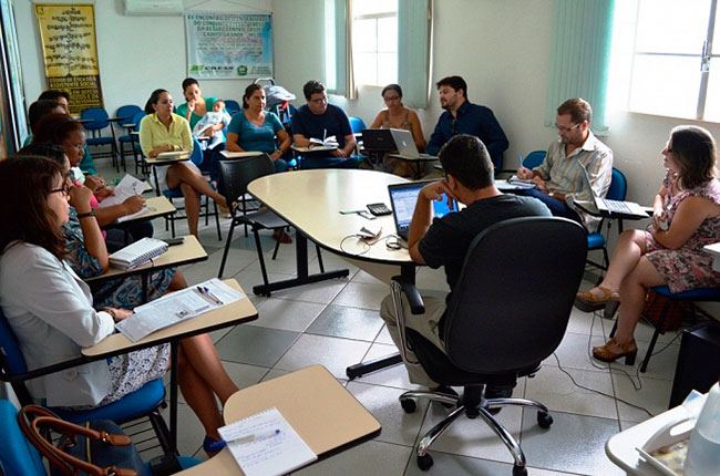 Imagem da reunião entre o CFESS e o CRESS-MS