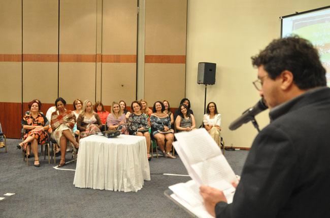 Presidente do CFESS, Maurílio Matos, é ouvido pelas colegas de chapa