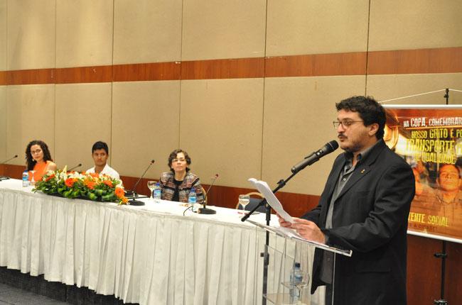 Mesa da cerimônia teve a participação da Abepss, da Enesso, da ex-presidente do CFESS Sâmya Ramos e do novo presidente, Maurílio Matos