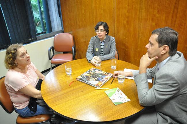 O deputado relator do PL Piso Salarial, Cláudio Puty, recebeu o CFESS para audiência nesta terça-feira (foto: Diogo Adjuto/CFESS)