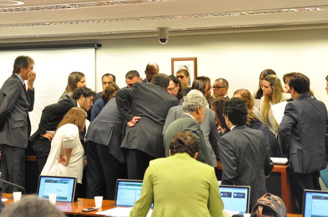 Deputados/as e instituições se reuniram para entrar em acordo sobre o texto do PL