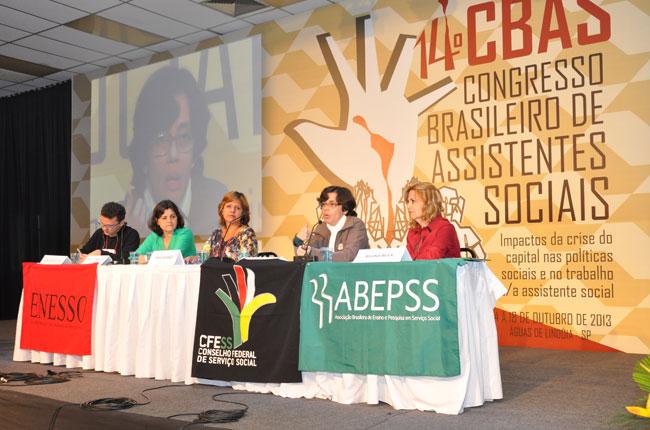 Organização política da categoria, trabalho e formação com qualidade permearam debates de mais uma plenária (foto: Diogo Adjuto)