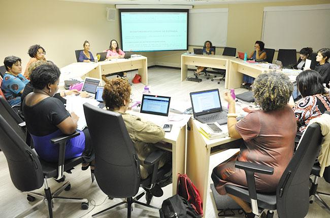 Imagem das conselheiras do CFESS reunidas no Conselho Pleno, na sede da entidade.