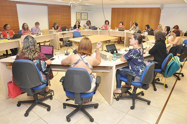 Conselheiras do CFESS reunidas durante o Pleno de dezembro de 2018.