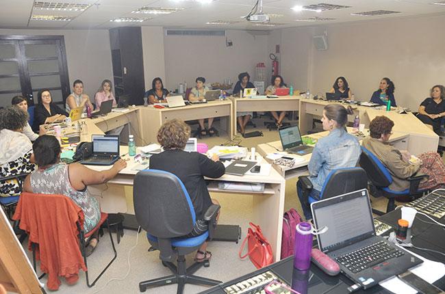 Imagem da gestão do CFESS reunida para o Conselho Pleno, na sede da instituição.