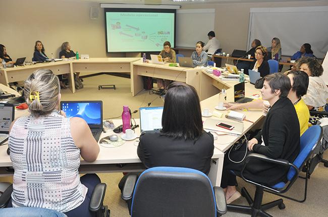 Imagem da gestão do CFESS reunida para o Conselho Pleno.