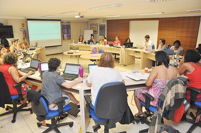 Imagem das conselheiras do CFESS reunidas durante o Conselho Pleno