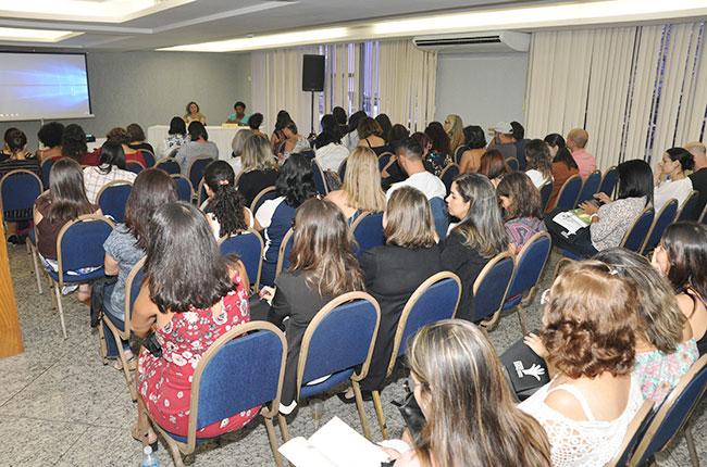 Imagem do público durante o primeiro dia do evento.