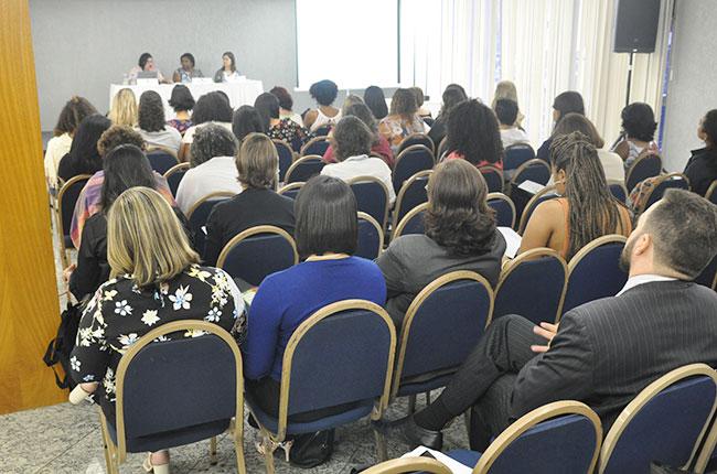 Imagem do público no auditório do evento