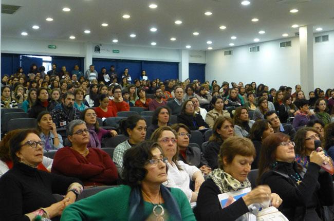 Público lota auditório onde ocorreu o evento no Uruguai