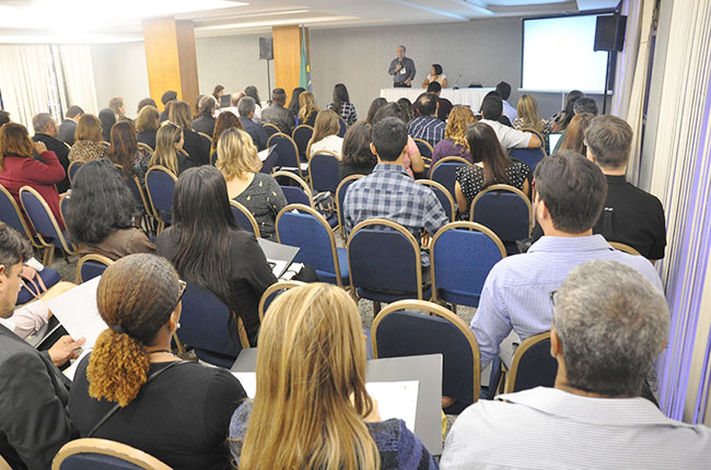 Imagem do público durante o primeiro dia do evento