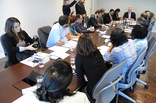 Imagem mostra reunião no MDSA que contou com a presença do secretário-executivo da pasta, Alberto Beltrame