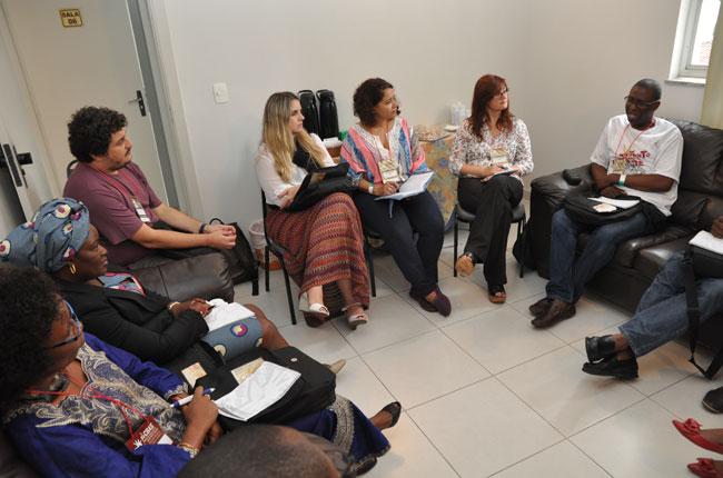 CFESS se reuniu ainda com profissionais de Angola e da Argentina, para socializar experiências (foto: Diogo Adjuto)