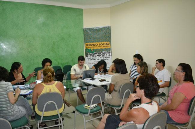 Foto da reunião do CFESS com o CRESS Pernambuco nos dias 4 e 5 de maio de 2013