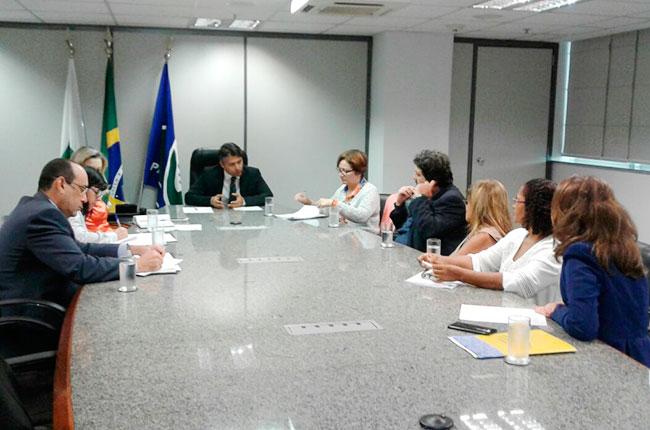 Imagem da reunião do CFESS com a diretoria do INSS