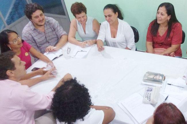 Diretoria do CFESS e do CRESS-PA se reuniram com o deputado Cláudio Puty (de rosa), relator do PL Piso Salarial (foto: arquivo/CFESS)