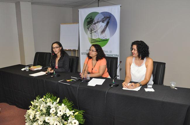 Primeira mesa contou com a participação das conselheiras Sandra Teixeira, Esther Lemos e Valéria Coelho.