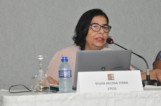 A assessora jurídica do CFESS Sylvia Terra explica sobre a realização do processo ético