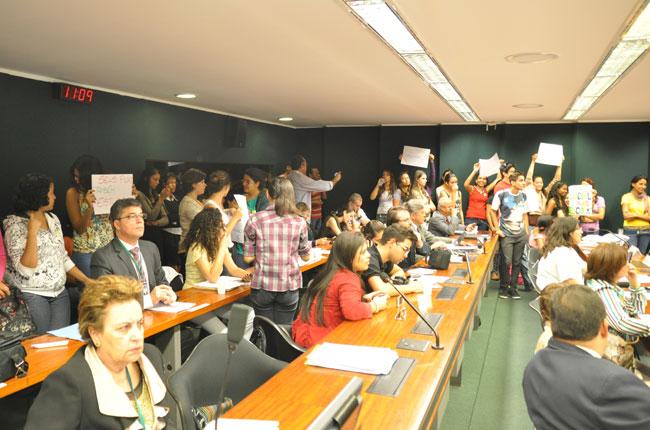 Estudantes lotaram a comissão de educação nesta quarta, 10 de julho
